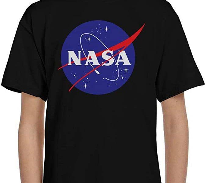 Pourquoi portent-ils tous des t-shirts NASA ?